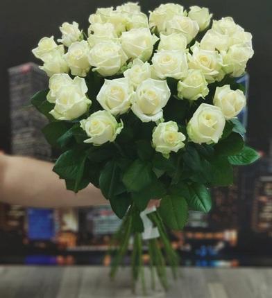 25 белых роз 80 см (Россия)