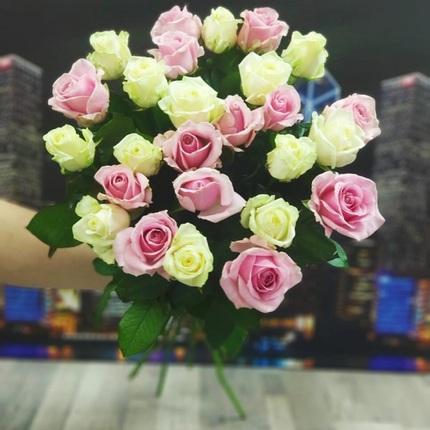 25 роз бело-розовых 70 см (Россия)