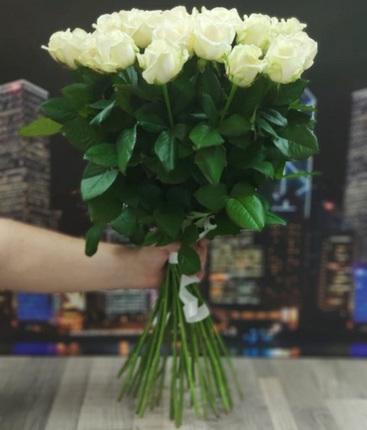 25 белых роз 50 см (Россия)