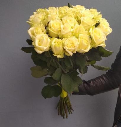 Букет 25 кремовых роз 60 см