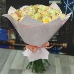 Букет 25 кремовых роз 40 см (Эквадор)