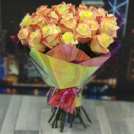 """Букет """"25 желто-красных роз"""" 40 см (Эквадор)"""