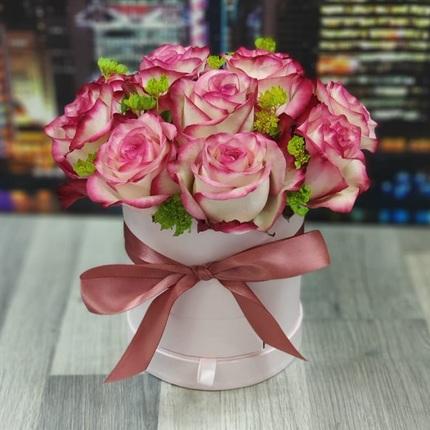Розовые розы в коробочке шкатулке
