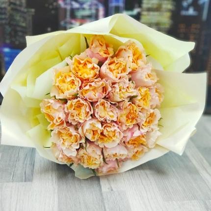 Букет из 25 желто-розовых пионовидных роз 40 см (Эквадор)