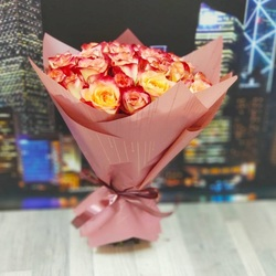 Букет из 25 желто-красных роз 40 см (Эквадор)