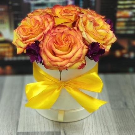 Желтые розы в коробочке шкатулке
