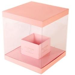 Цветы в прозрачной розовой коробке